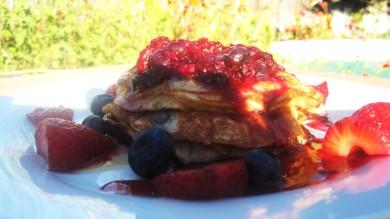 Рецепт Блины с йогуртом и ягодами
