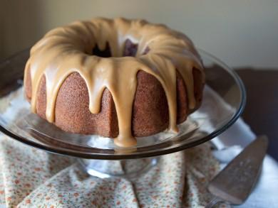 Рецепт Яблочный торт с карамельной глазурью