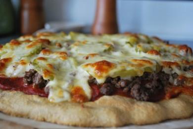 Рецепт Пицца с беконом и солеными огурцами