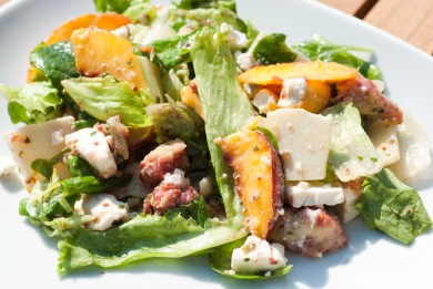 Рецепт Салат с инжиром, персиками и сыром