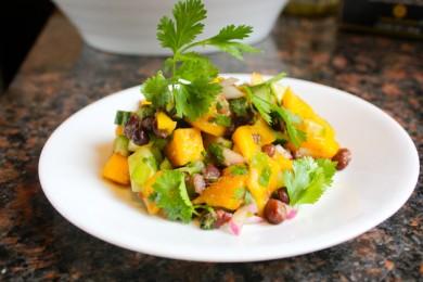 Рецепт Салат с манго и бобами