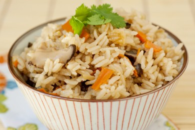 Рецепт Гохан с морковью и грибами