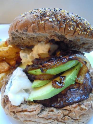 Рецепт Бутерброд с грибами и луком