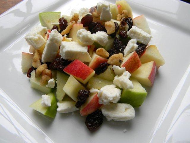 Салат в яблоке рецепт с