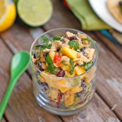 Рецепт Салат с курицей и манго