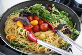 Паста с беконом и овощами - приготовление
