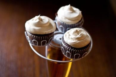Рецепт Шоколадные кексы с пивным кремом