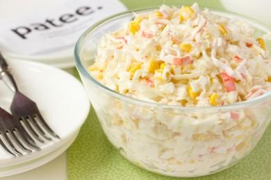 Рецепт Салат с пекинской капустой, крабовыми палочками и кукурузой