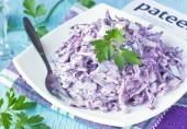Салат с краснокочанной капустой и колбасой