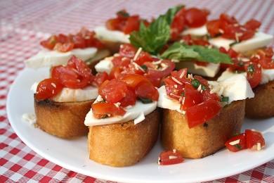 Рецепт Брускетта с помидорами и сыром