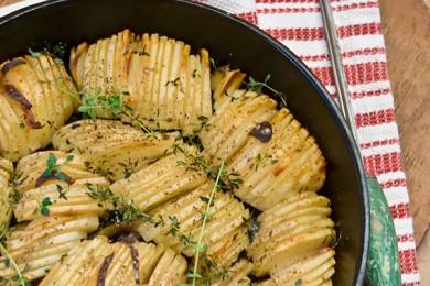 Рецепт Печеный картофель с луком и тимьяном