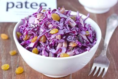 Рецепт Салат с краснокочанной капустой, сухофруктами и сыром