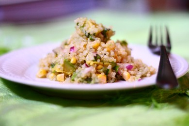 Рецепт Салат из киноа с кукурузой и авокадо