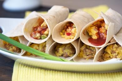 Рецепт Буррито с яйцом и острой колбасой
