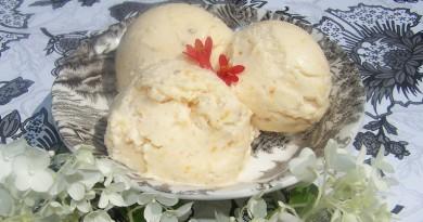 Рецепт Персиковое мороженое с миндалем
