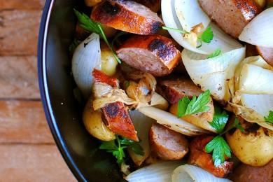 Рецепт Картофель с луком и колбасой