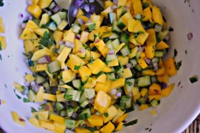 Рецепт Сальса из манго с огурцом