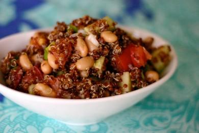 Рецепт Салат из киноа с овощами