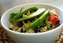 Салат из киноа с фасолью и кукурузой
