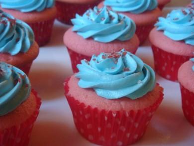 Рецепт Клубничные кексы с кремом