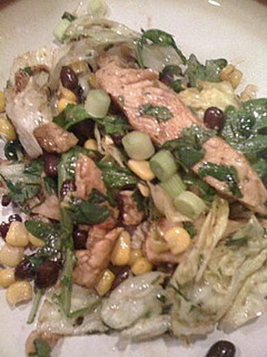 Рецепт Куриный салат с бобами и кукурузой
