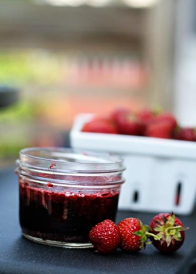 Рецепт Клубничный джем с красным вином.