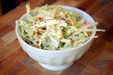 Рецепт Салат из капусты и яблок с маком