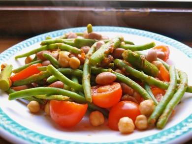 Рецепт Салат из фасоли с помидорами