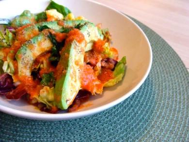 Рецепт Салат с авокадо и соусом из свежих помидоров