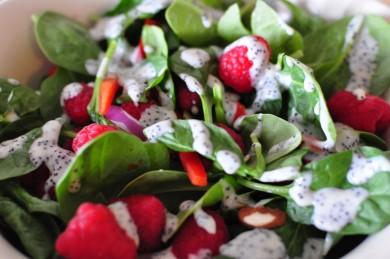 Рецепт Салат из шпината с малиной и маком