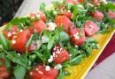 Салат из рукколы, арбуза и феты