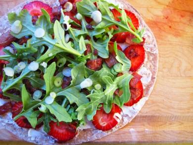 Рецепт Кесадилья с клубникой, сыром и беконом