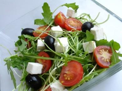 Рецепт Салат с руколой и помидорами черри