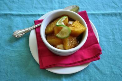 Рецепт Печеный ананас в имбирно-лаймовом соусе