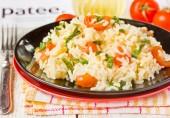 Рис со шпинатом и помидорами черри