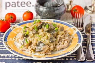 Рецепт Шампиньоны с луком в сметанном соусе