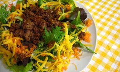 Рецепт Салат с жареным мясом и морковью