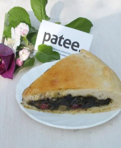 Рецепт Пирог со щавелем и сухофруктами