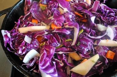 Рецепт Острый салат из красной капусты