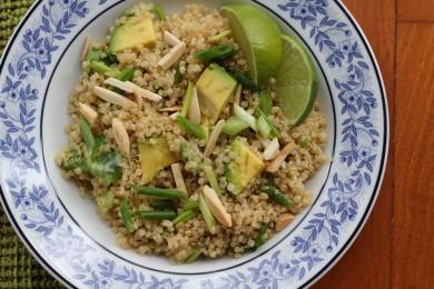 Рецепт Салат из киноа с зеленым луком и авокадо