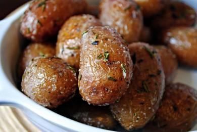 Рецепт Картофель, запеченный с розмарином и чесноком