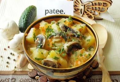 Рецепт Картофель в сметане с грибами в мультиварке — рецепт для мультиварки