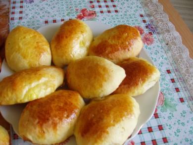 Рецепт Пирожки с вишней и абрикосами.