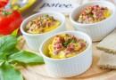 Порционный омлет с горошком и колбасой