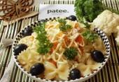 Салат с фарфалле, цветной капустой и ветчиной