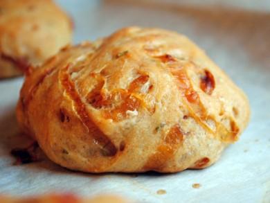 Рецепт Луковые булочки с розмарином