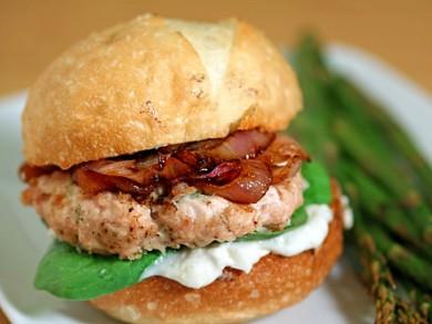 Рецепт Сэндвичи с куриными котлетами и луком