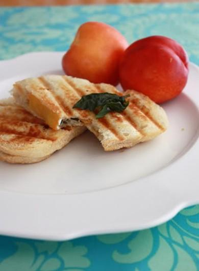 Рецепт Сэндвич с ветчиной, сыром и нектарином