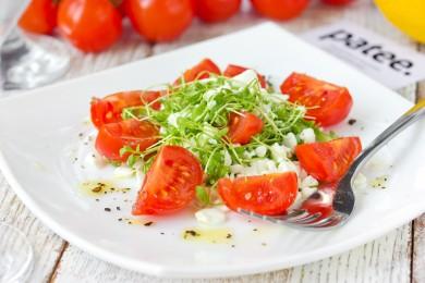 Рецепт Салат с зернёным творогом, кресс-салатом и помидорами черри