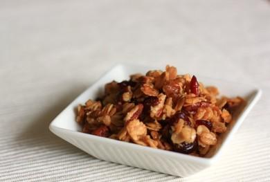 Рецепт Гранола с пеканом и сушеными ягодами